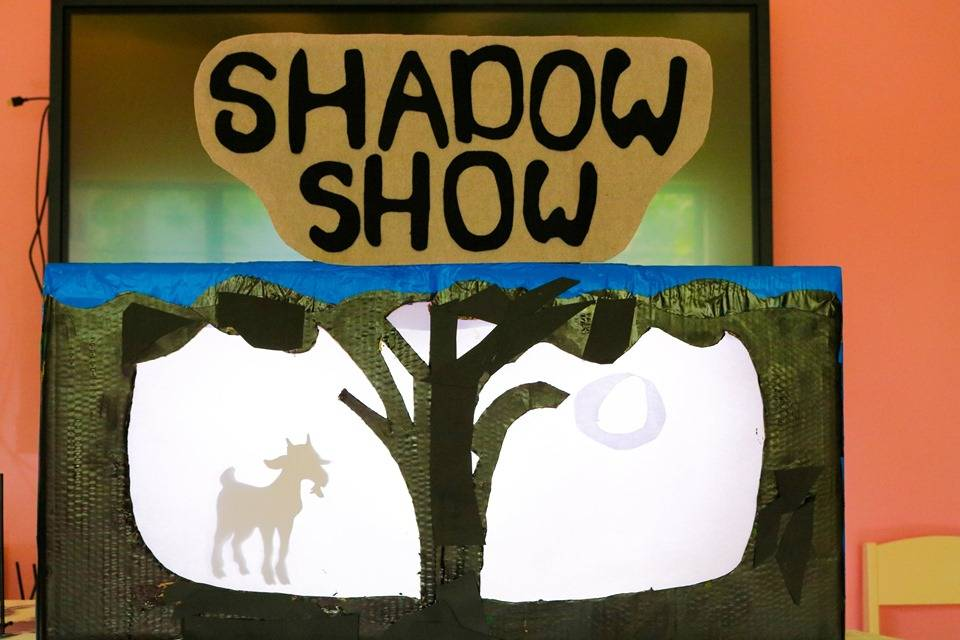THÓT TIM KHI VÀO RẠP RỐI BÓNG SHADOW SHOW 02