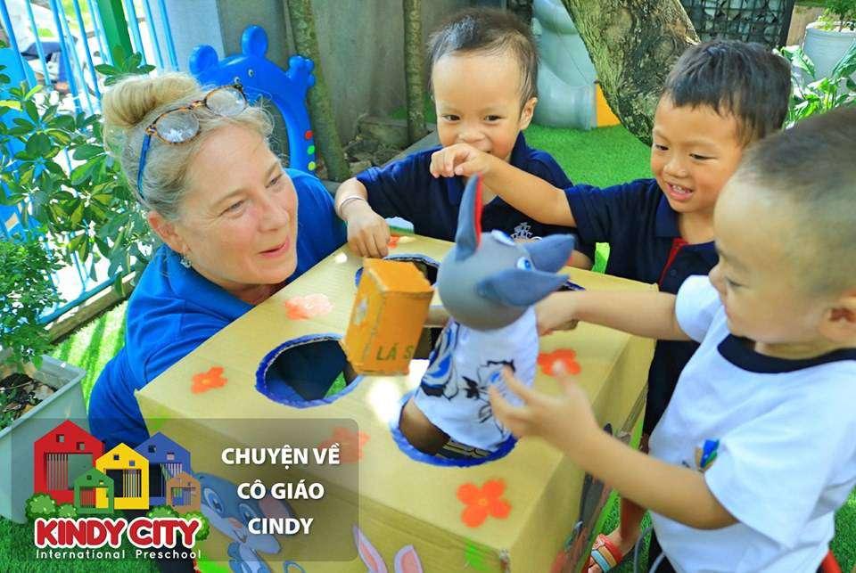 Cô Cindy là giáo viên nước ngoài đang giảng dạy tại cơ sở Thủ Đức