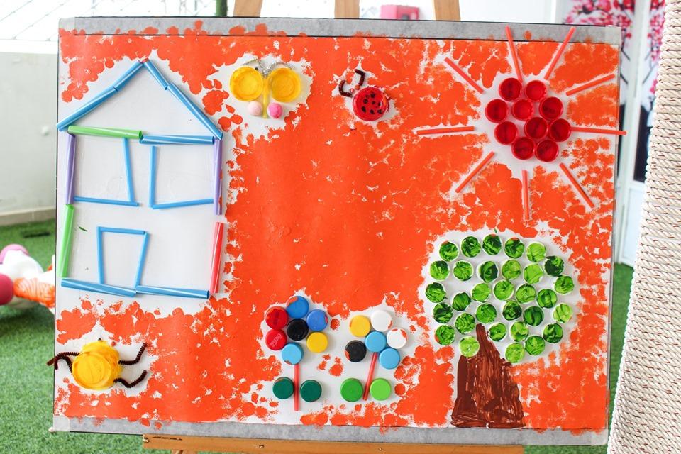 Bức trang từ vật dụng tái chế của học sinh Kindy City