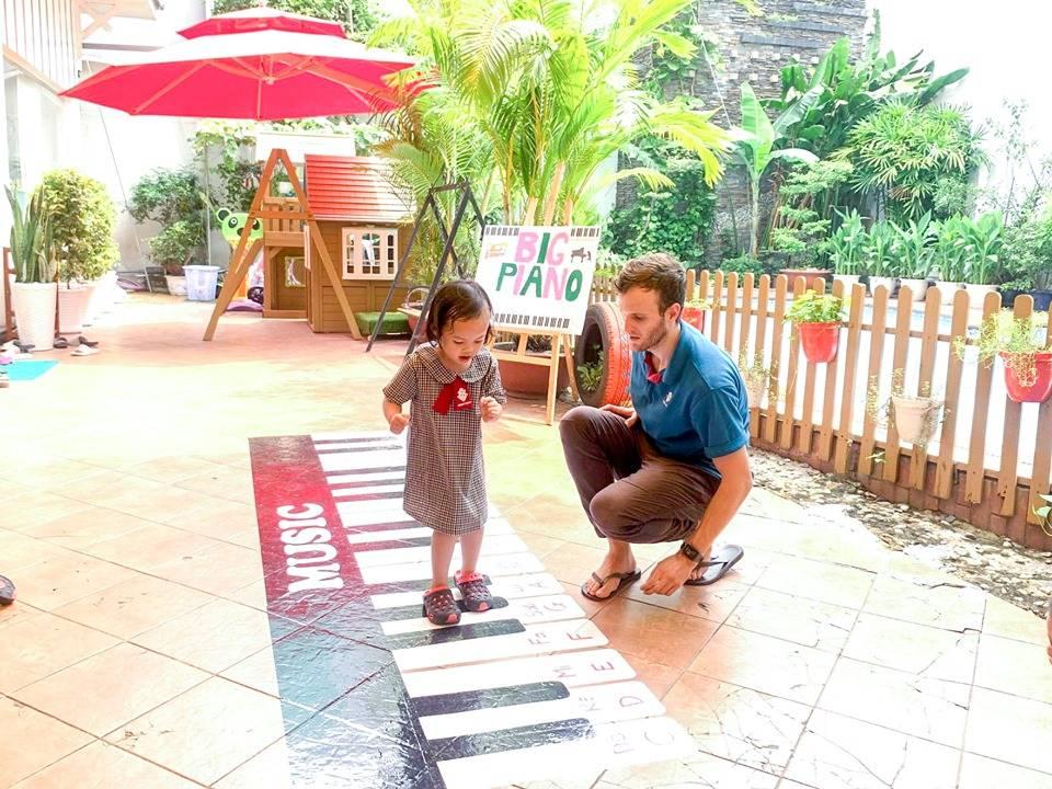 Trẻ tham gia các trò chơi âm nhạc đặc sắc