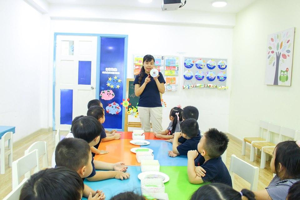 Học sinh Kindy City sáng tạo với đĩa CD