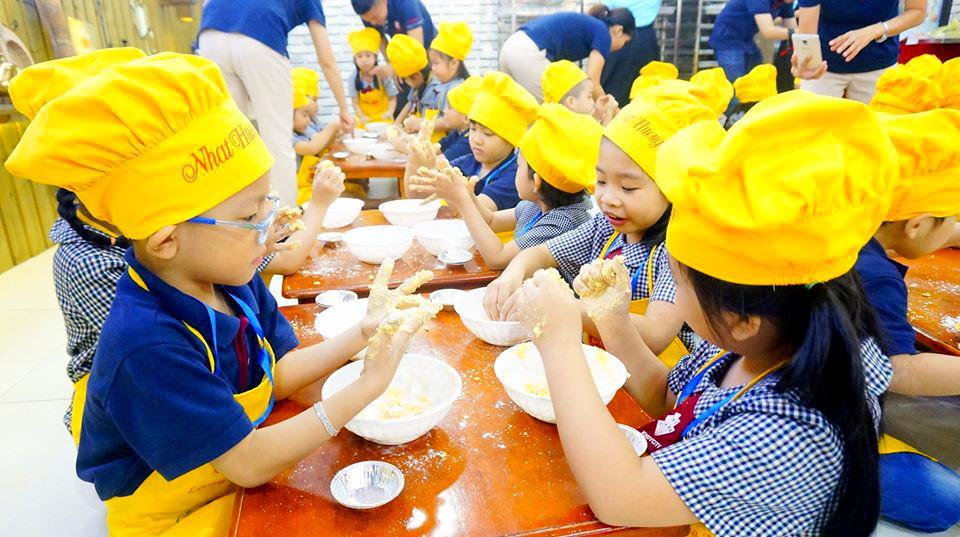 Chuyến thực tế ở cơ sở làm bánh Nhất Hương