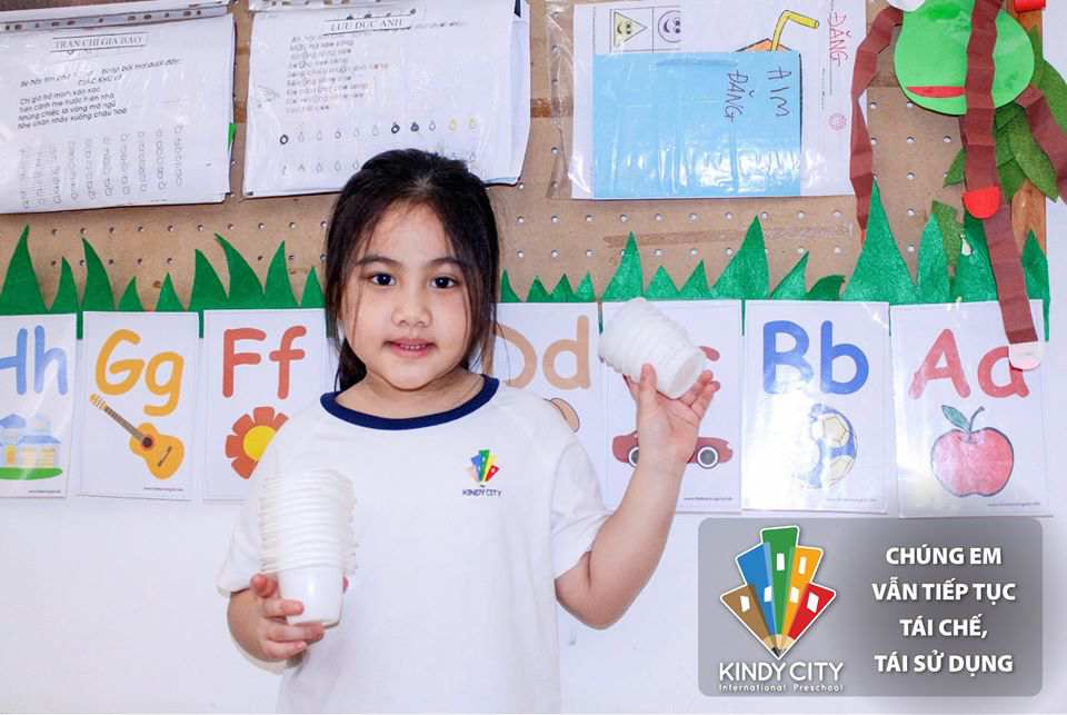 Học sinh trường Mầm non Quốc tế Kindy City tái chế, tái sử dụng