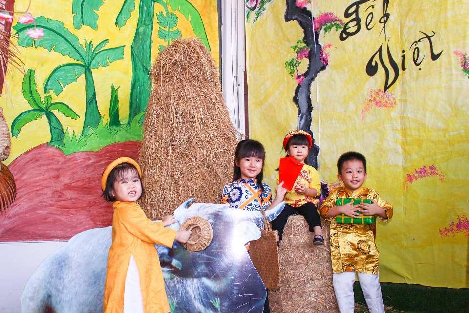 Các bé tham gia hoạt động ngày Tết tại Kindy City