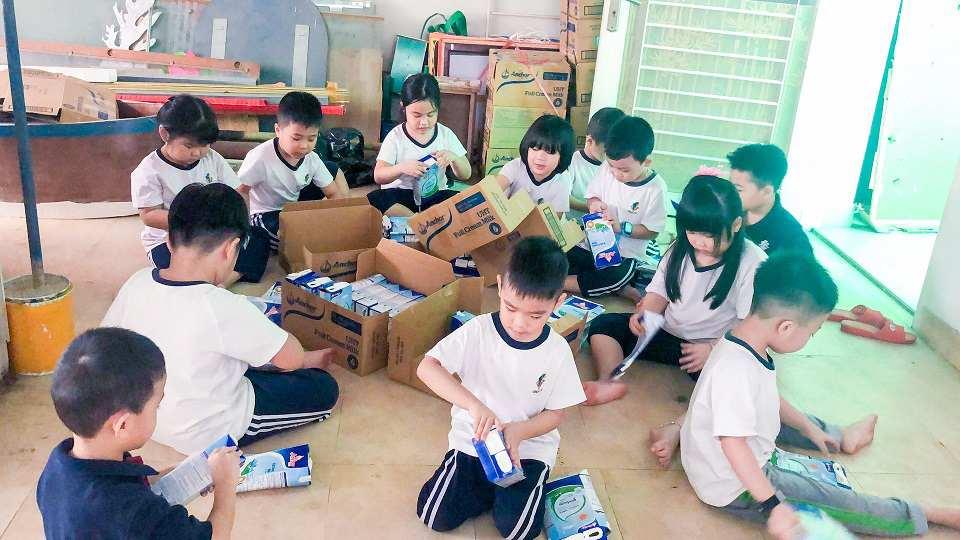 Học sinh trường Mầm non Quốc tế Kindy City tái chế và tái sử dụng