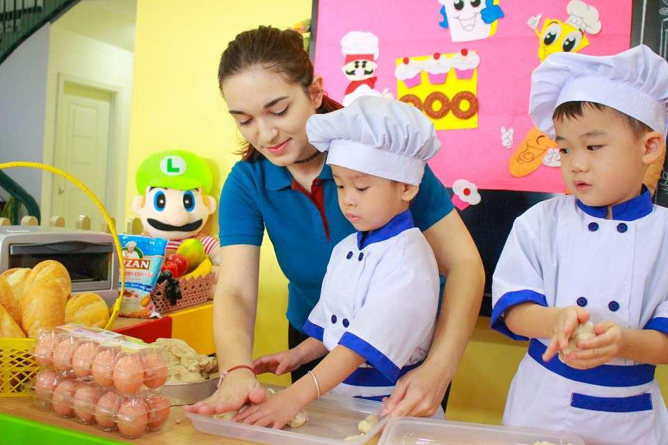 Trẻ tập cách sắp xếp ngăn nắp, gọn gang qua từng hoạt động học tậpTrẻ tập cách sắp xếp ngăn nắp, gọn gang qua từng hoạt động học tập