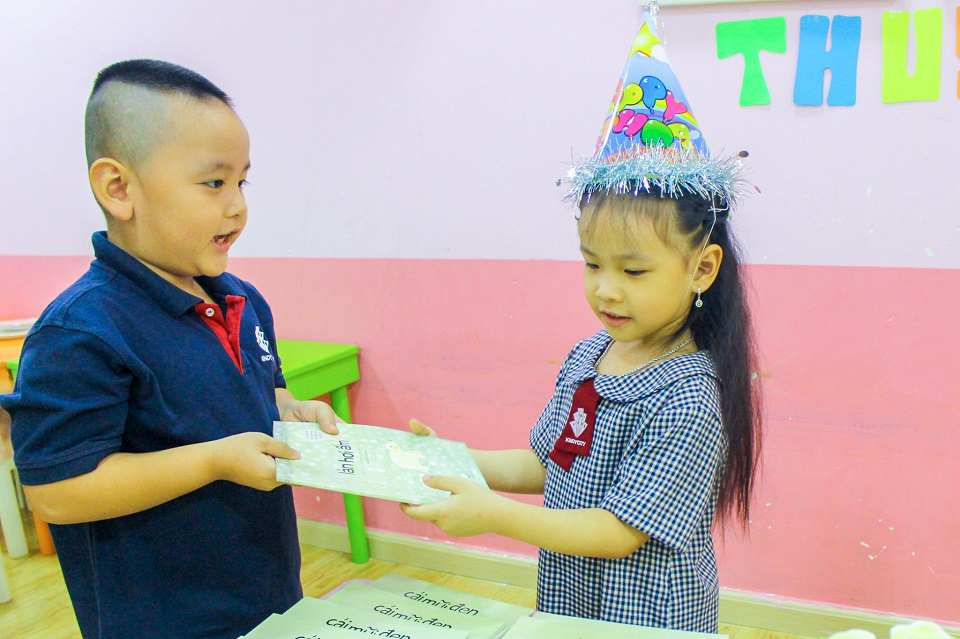 truong-mam-non-quoc-te-how-to-encourage-children-to-say-thank-you-and-i-am-sorry-sincerely