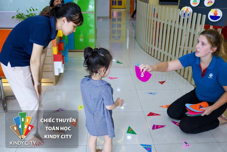 truong-mam-non-quoc-te-cung-be-kham-pha-chiec-thuyen-toan-hoc-kindy-city-nhe