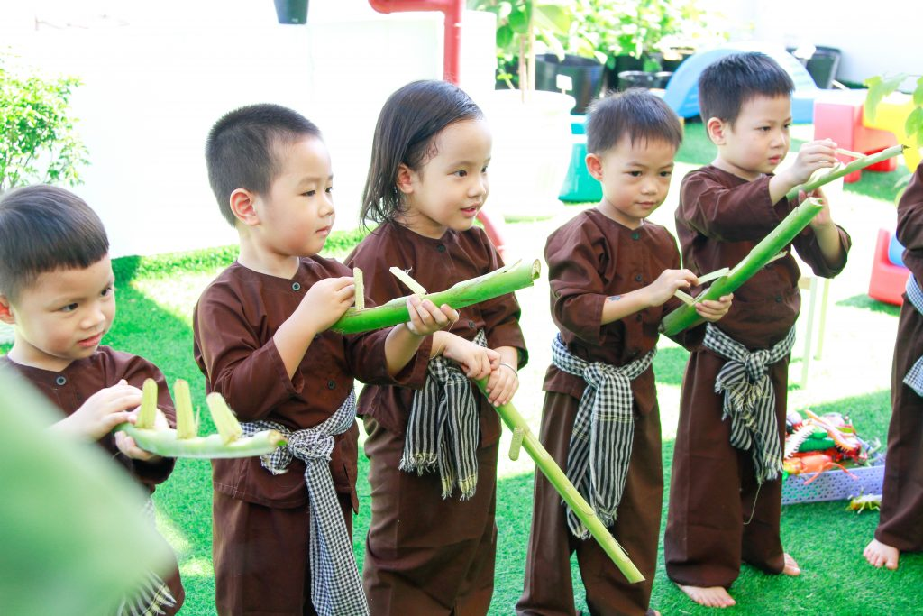 Play activities that aim to cleanse the soul and develop the personality of the children