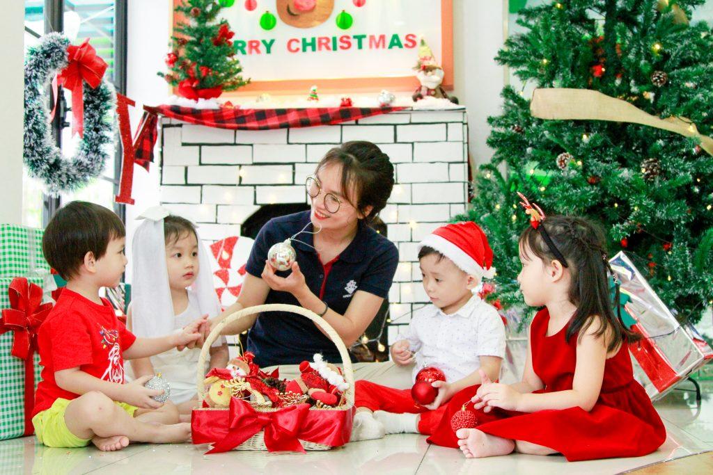 Học sinh Lê Quý Đôn đang đón Giáng sinh sớm