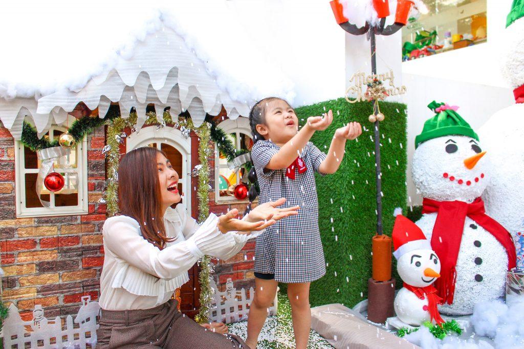 Diễn viên Vân Trang và con gái đang theo học tại KINDY CITY