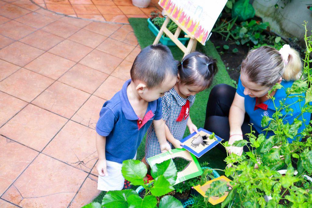 Các em được khơi dậy lòng yêu thích thiên nhiên và thú làm vườn.