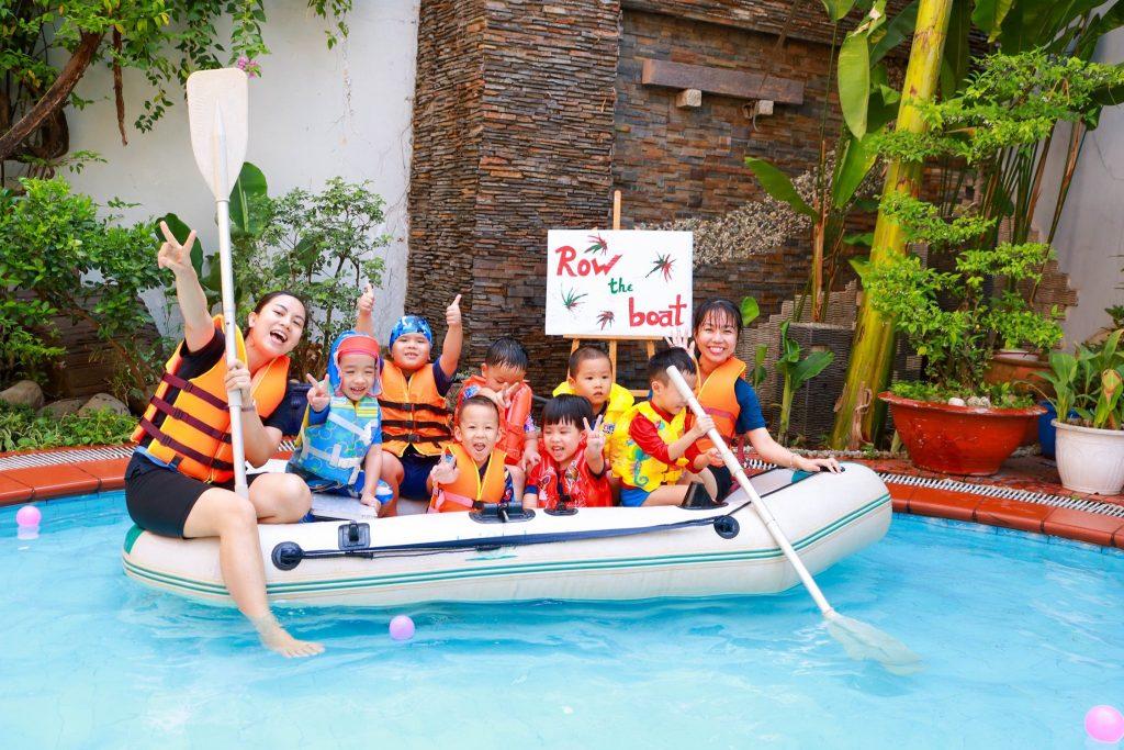 """Học sinh KINDY CITY tham gia hoạt động """"Row the boat"""""""